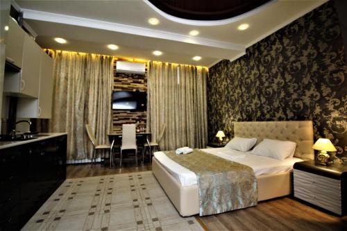 Кровать или кровати в номере Studio in Monaco Club