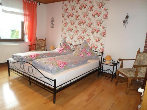 Ein Bett oder Betten in einem Zimmer der Unterkunft Pension Breitbach