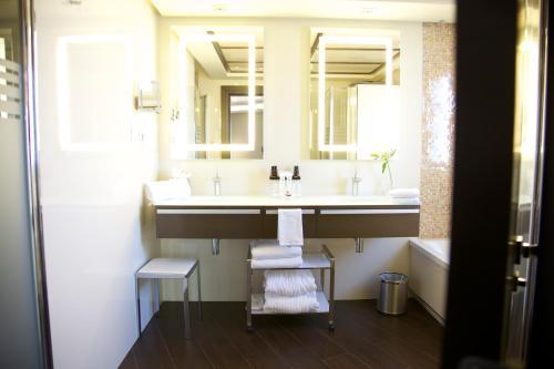 Een badkamer bij Vincci Selección Aleysa, Hotel Boutique & Spa
