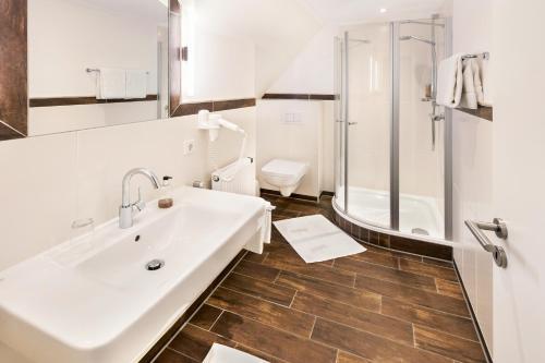 A bathroom at Landgasthaus Kathmann