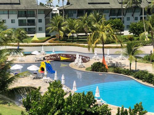 Uma vista da piscina em Beach class muro alto Beira mar ou nos arredores