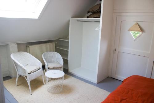 A seating area at B&B Koetshuis