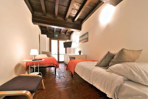 A seating area at Wine Apartments Florence Ciliegiolo