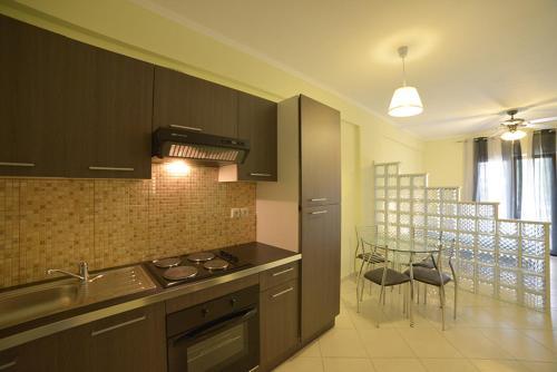 Η κουζίνα ή μικρή κουζίνα στο Villa Agiolina