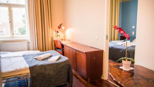 Vuode tai vuoteita majoituspaikassa Kesähotelli Aurora