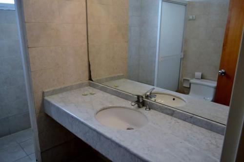A bathroom at Hotel Coliseo