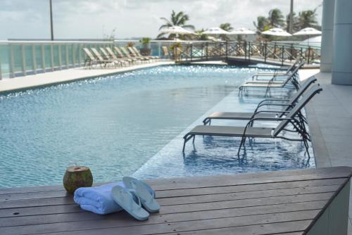 A piscina localizada em Hotel Luzeiros São Luis ou nos arredores