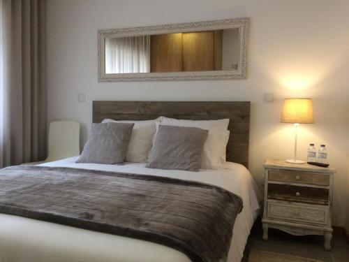 A bed or beds in a room at Casinha do Rossio