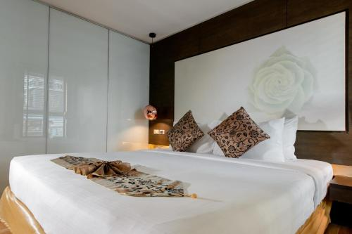 A bed or beds in a room at I Residence Hotel Silom