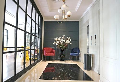 The lobby or reception area at Hotel Shalva Jakarta