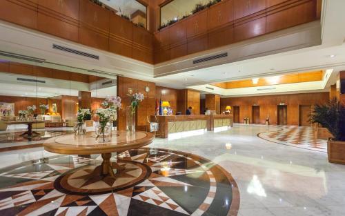 エル モウラディ ホテル アフリカ チュニスのロビーまたはフロント