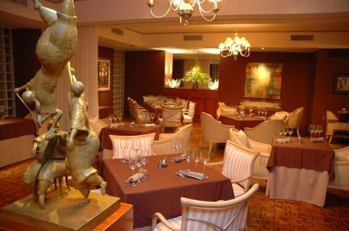 A restaurant or other place to eat at Mystique St Lucia by Royalton