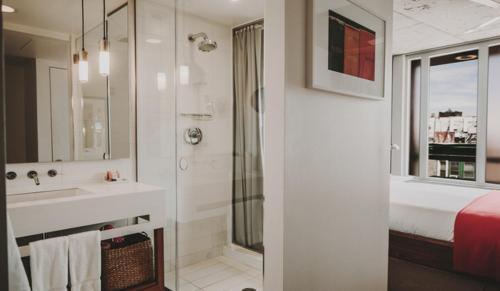 A bathroom at Nolitan Hotel SoHo - New York