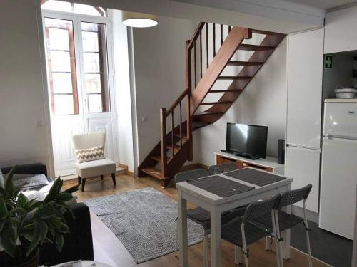 A television and/or entertainment center at Beautiful Apartament Sé Velha I