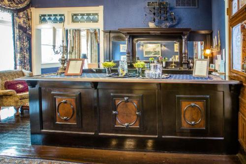 The lounge or bar area at Ballastone Inn