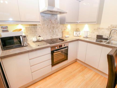 A kitchen or kitchenette at The River Appartment