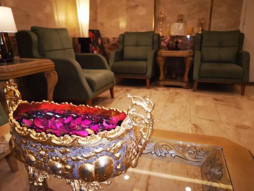 Uma área de estar em Assilah Hotel