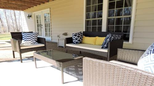 A seating area at Deer Hideout Retreat