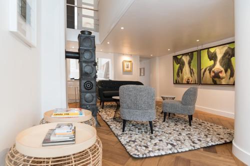 Een zitgedeelte bij Royal Boutique Apartment Amsterdam