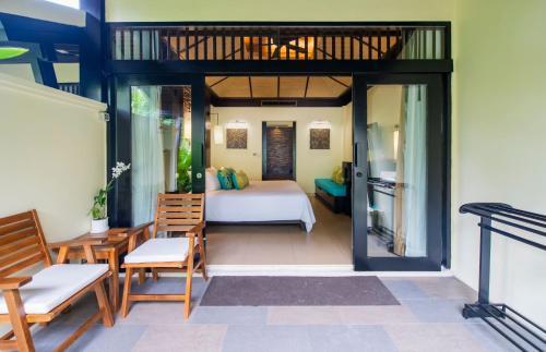 Ein Sitzbereich in der Unterkunft Impiana Resort Patong, Phuket - SHA Plus