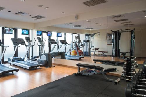 Het fitnesscentrum en/of fitnessfaciliteiten van Majestic City Retreat Hotel ( Formerly Majestic Hotel Tower)