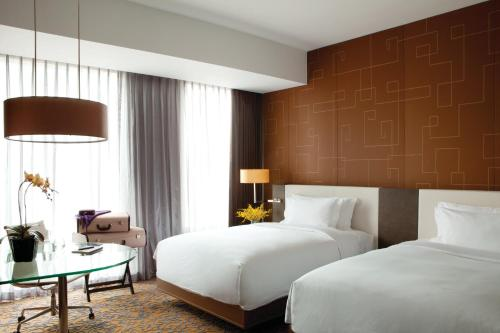 A bed or beds in a room at The Langham, Shanghai, Xintiandi