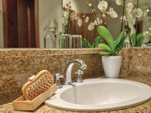 A bathroom at Familotel DAS LUDWIG