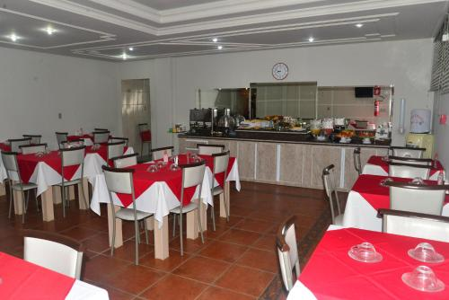 A restaurant or other place to eat at HOTEL D' LUCCA