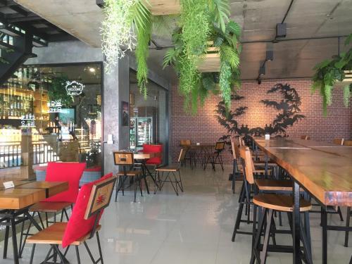 Ресторан / где поесть в Maneetel Krabi Beachfront