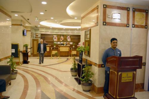 O saguão ou recepção de Nozol Royal Inn Hotel