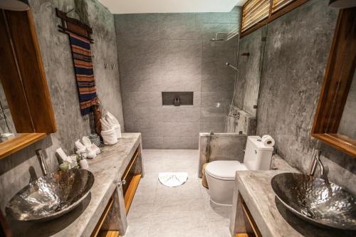 A bathroom at Sea Dance Resort