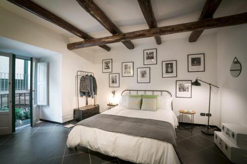A bed or beds in a room at Futura Retrò