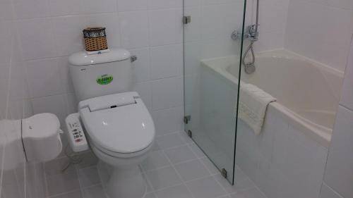 A bathroom at Saigon Sky Garden Serviced Apartments