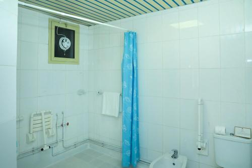 A bathroom at La Villa Hotel