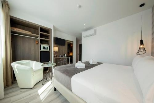 A bed or beds in a room at Hotel Oasis