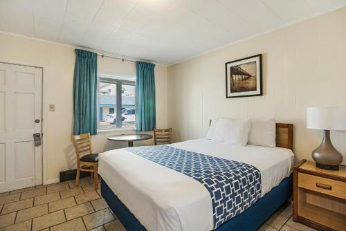 A bed or beds in a room at Dolphin Oceanfront Motel - Nags Head