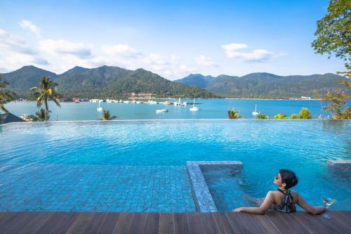 Der Swimmingpool an oder in der Nähe von Bhuvarin Resort