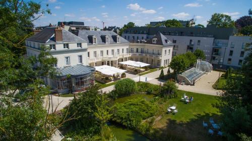 Vue panoramique sur l'établissement Château Belmont Tours by The Crest Collection