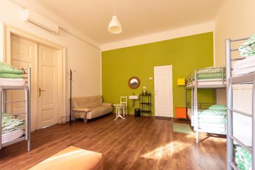 Ein Etagenbett oder Etagenbetten in einem Zimmer der Unterkunft Fluxus Hostel