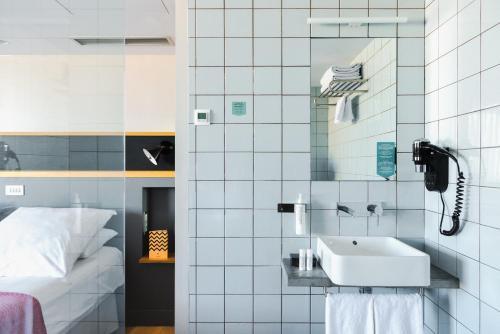 A bathroom at Hotel Brummell