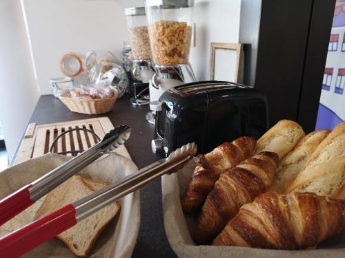 Breakfast options available to guests at Montempô Apparthôtel Strasbourg
