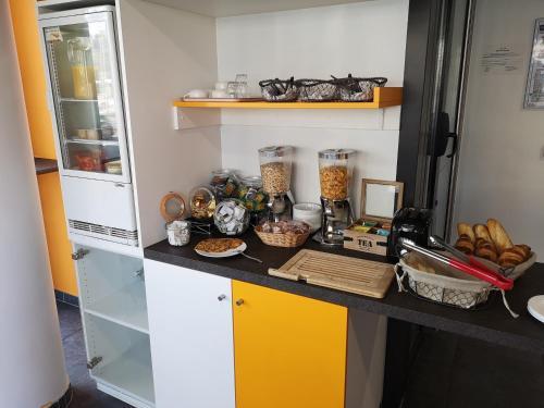 A kitchen or kitchenette at Montempô Apparthôtel Strasbourg