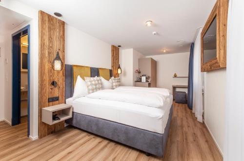 Кровать или кровати в номере Hotel Engel