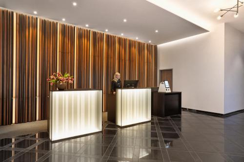 Lobby/Rezeption in der Unterkunft H+ Hotel Bremen