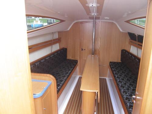 Łóżko lub łóżka piętrowe w pokoju w obiekcie Czarter Jachtów Zalew Wiślany