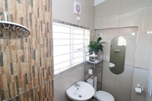 A bathroom at DEI GRATIA GUESTHOUSE