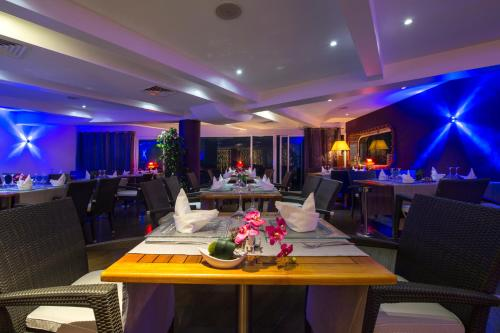 A restaurant or other place to eat at Hotel Lagon 2