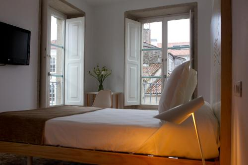 A bed or beds in a room at Hotel Pazo de Altamira