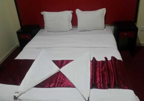 Cama ou camas em um quarto em برج سما للشقق المفروشة