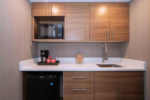 A kitchen or kitchenette at Sandman Signature Calgary Downtown Hotel